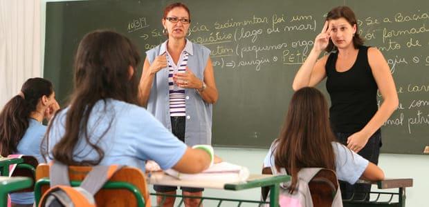 Candidato a professor de Libras sem graduação na área pode usar certificado do MEC