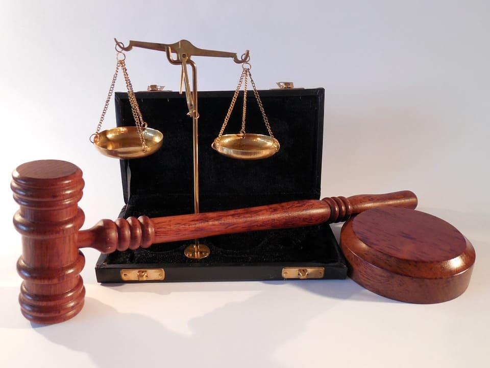 Diferenças entre Advogado de Defesa e de Acusação