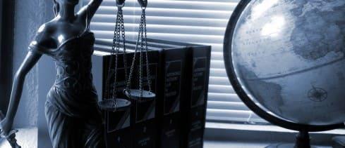 Escritório de advocacia em ações que dispensam advogado: quais os motivos para a contratação?