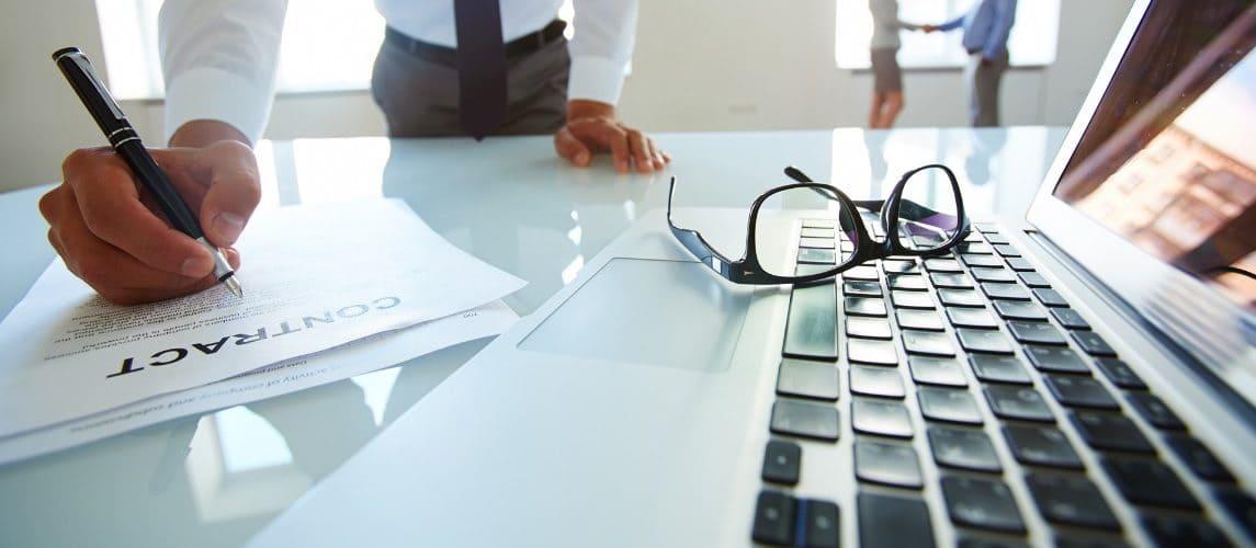 Advogado especializado em contratos