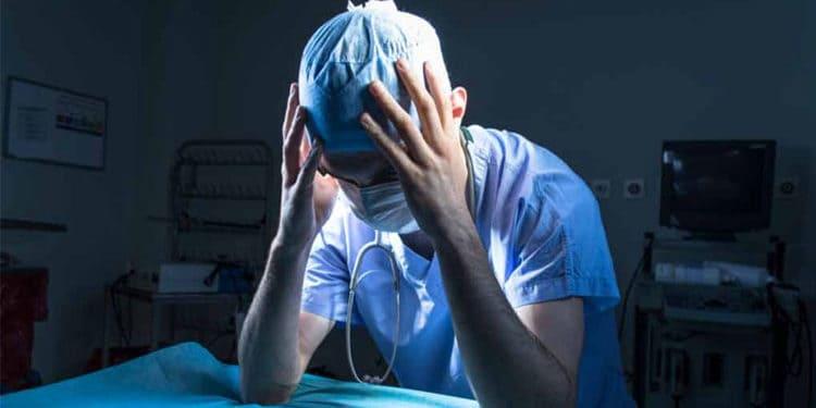 Médico preocupado por erro médico e sua responsabilidade civil